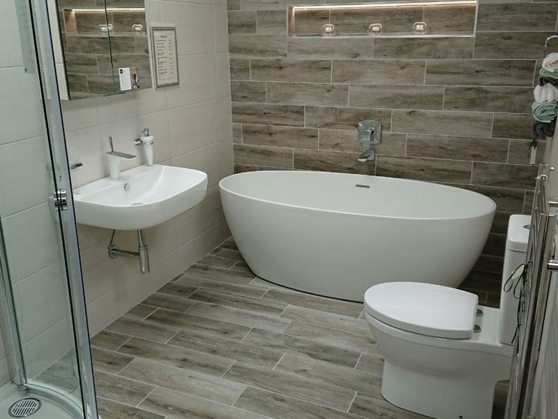 Cần lưu ý khoảng cách của toilet so với các vật xung quanh