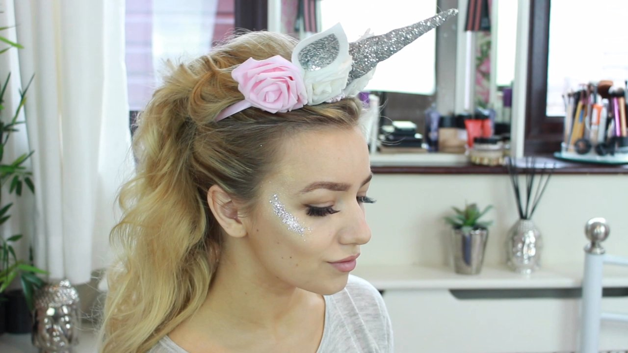 How To Get A Unicorn Look Using Clip In Hair Extensions The