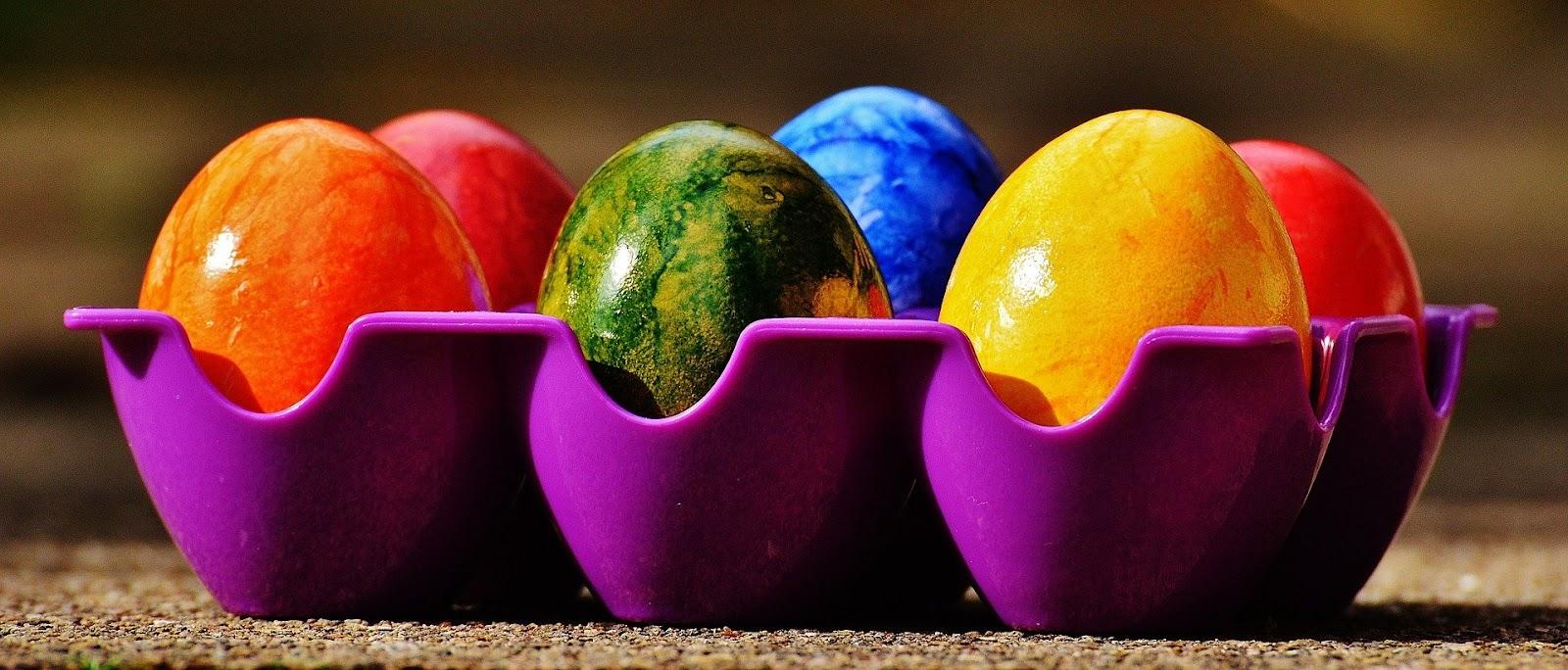 Ceci est une image d'une boite de six œufs peints pour Pâques