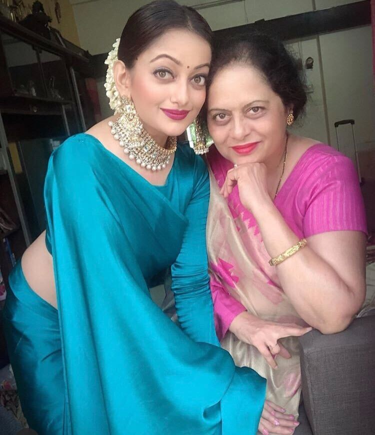 manasi naik with her mom