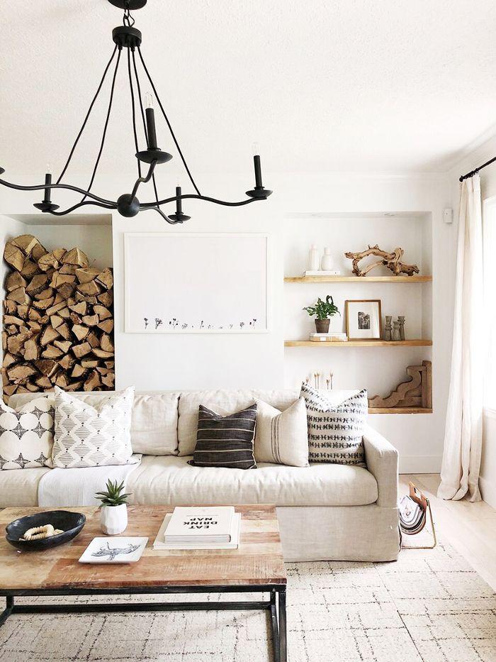 Inspirasi lighting pada desain interior ruang tamu dengan lampu gantung - source: mydomaine.com