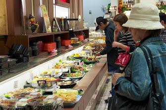「ゑびすDaikoku」約30種類のお惣菜など