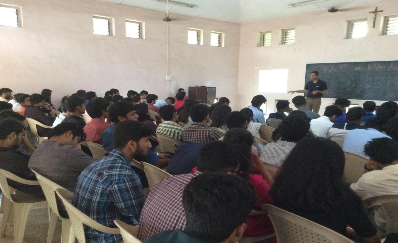 C:\Users\user\Downloads\khandala_pics\FYBScIT khandala seminar(4).JPG