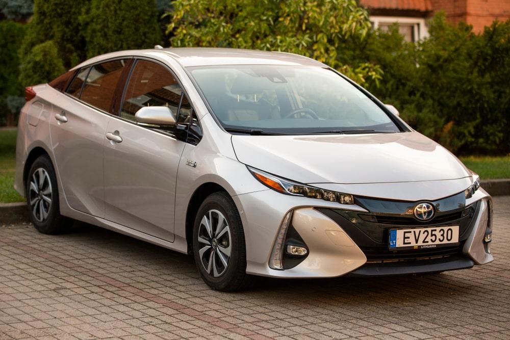 Modelo da linha Toyota Prius, veículo apontado como referência quando se pensa em híbridos elétricos. (Fonte da imagem: Shutterstock)