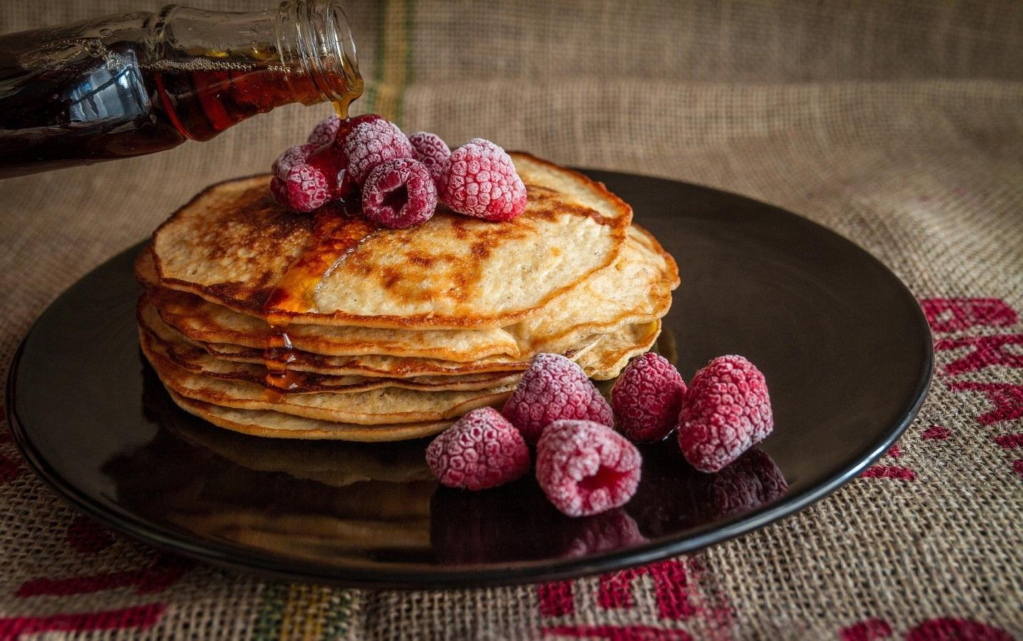 https://pixabay.com/photos/pancakes-maple-syrup-sweet-food-2291908/
