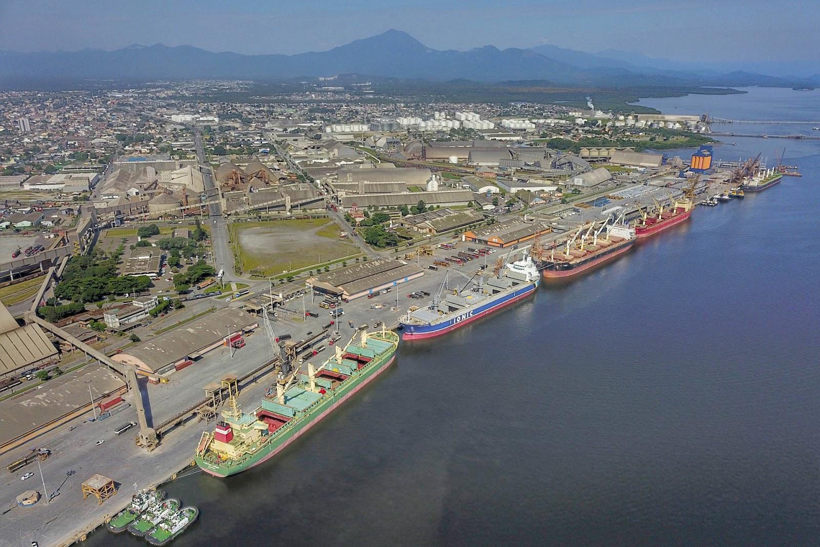 As exportações da soja em grão no Porto de Paranaguá subiram de 4,29 milhões de toneladas nos cinco primeiros meses de 2019 para 7,28 milhões toneladas no período em 2020 (Fonte: Agência de Notícias do Paraná)