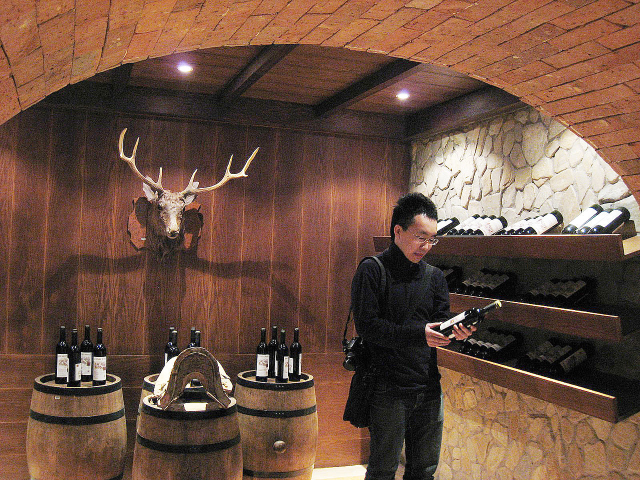 1280px-Wine_cellar_of_Shenzhen.jpg