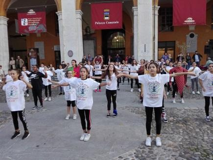C:\Users\client9\Documents\Foto\2018.19\Erasmus plus lancio Piazza popolo 13.10.18\IMG_20181013_173617.jpg