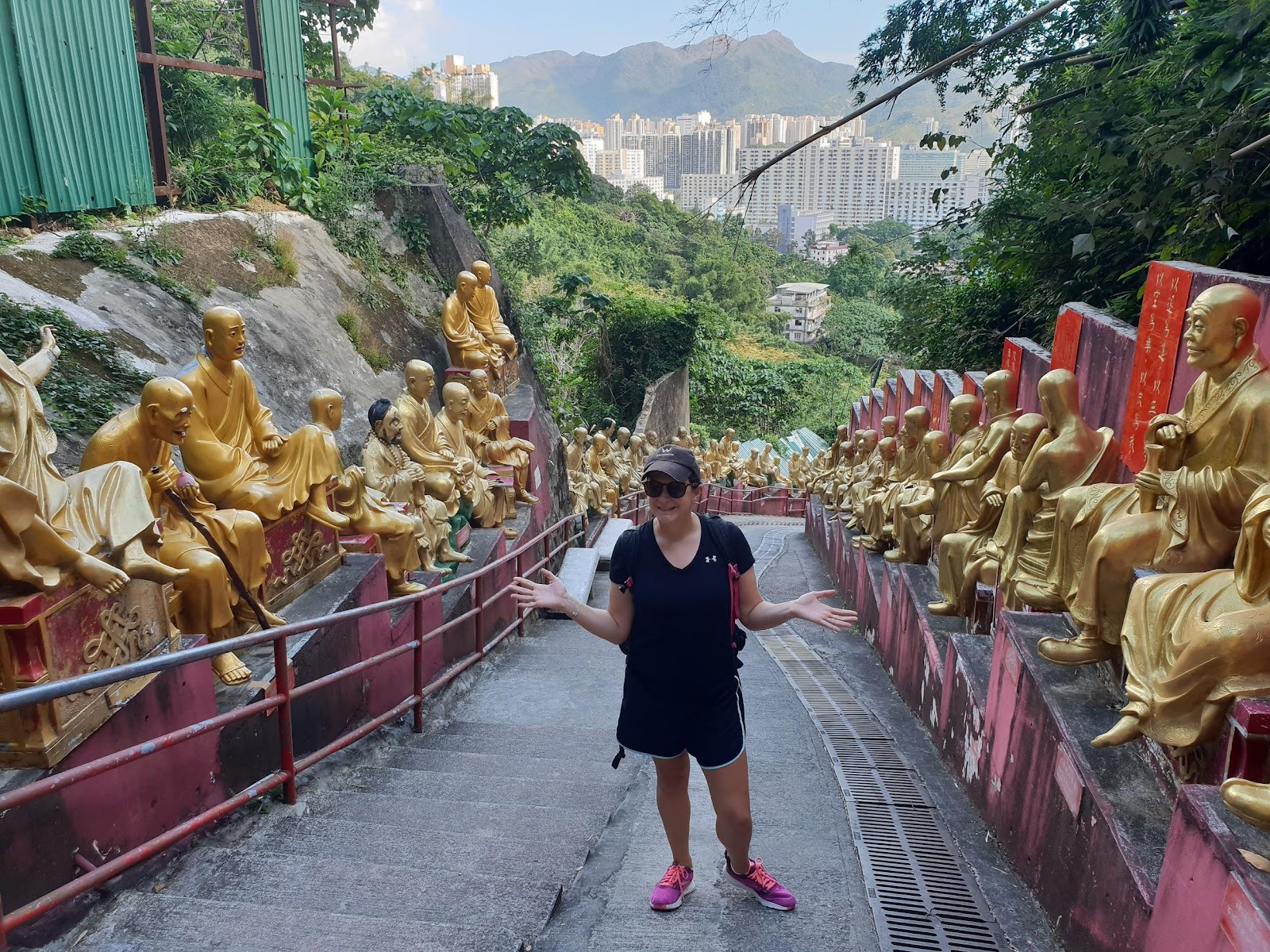 walking up the big hill to the 10000 buddhas monastery