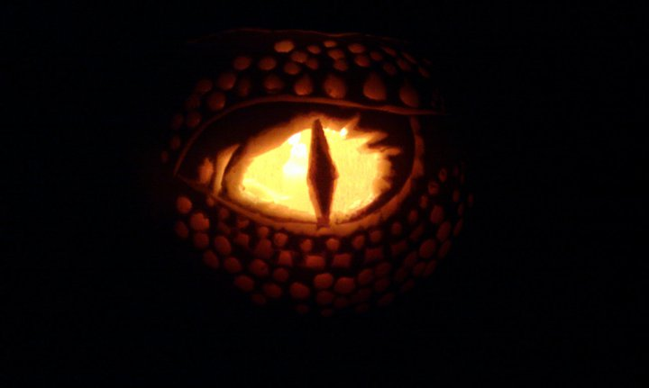 dragon_eye_pumpkin_by_pixie_kemh-d4f7nzq.jpg