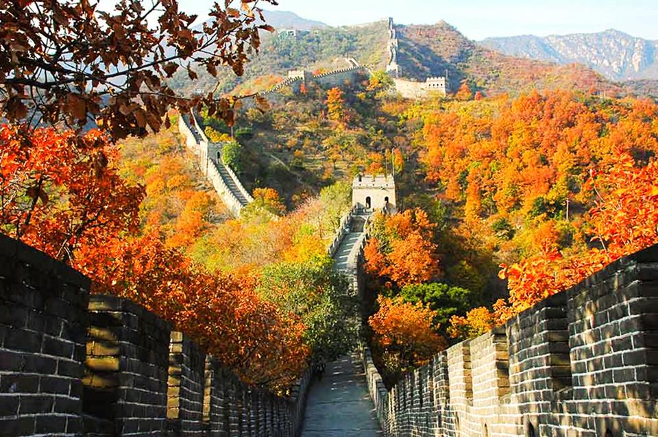 Vạn Lý Tường Thành mùa thu như được thay chiếc áo mới