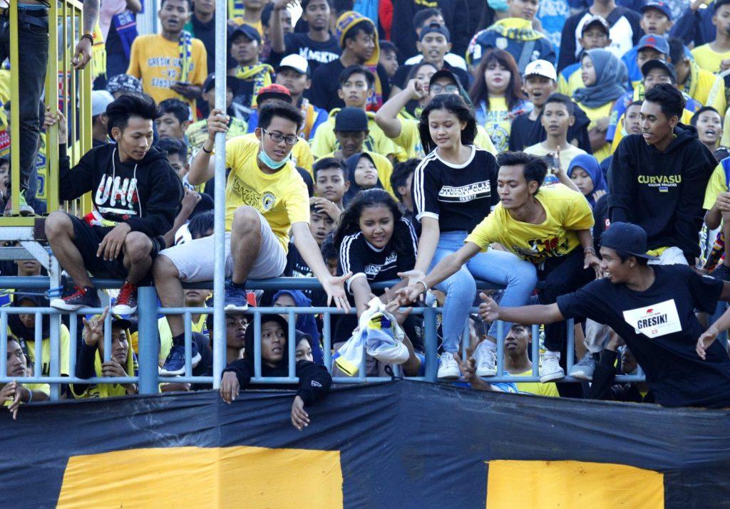 Ultras Gresik saat pertandingan melawan PS Sleman