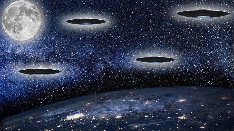 Ufo, Maan, Ruimte, Planeet, Futuristische, Vreemdeling
