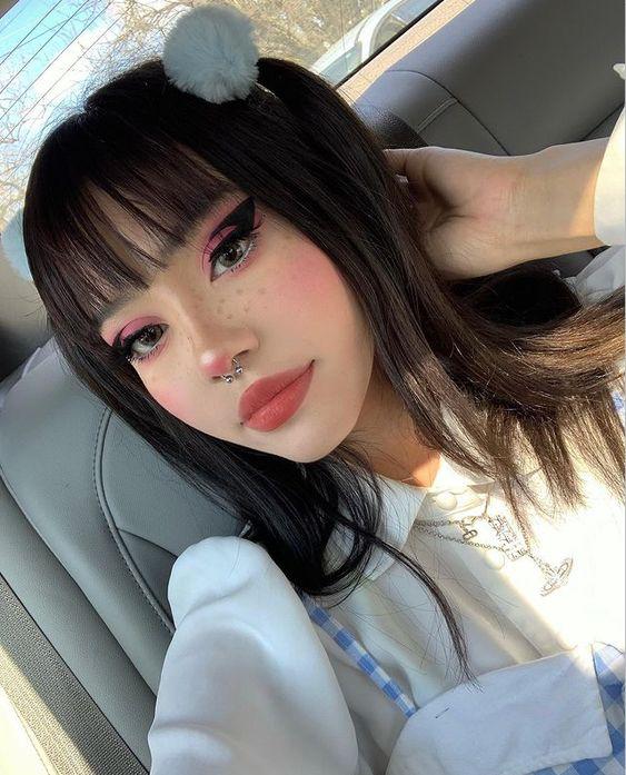 Phong cách trang điểm E-girl theo trendTikTok