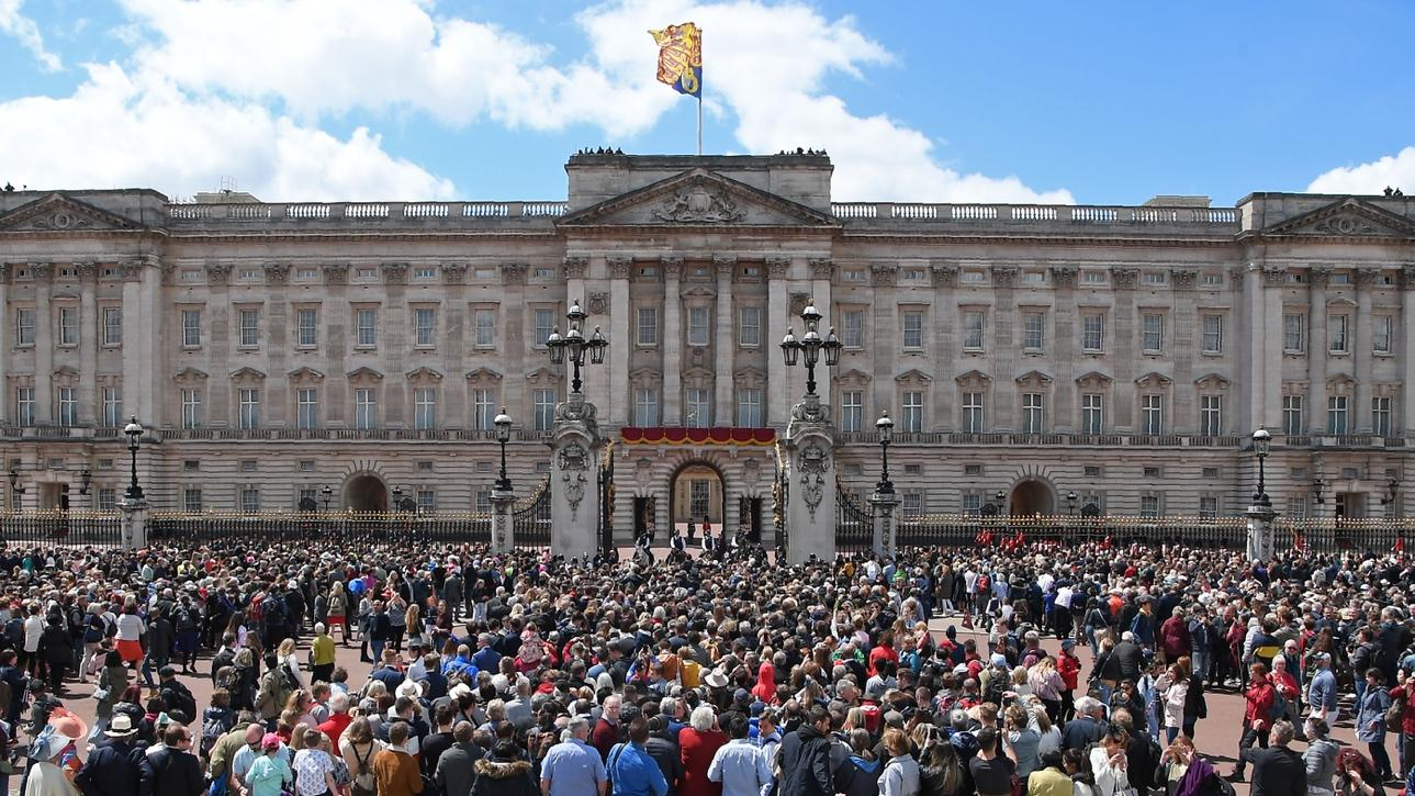 Inside Buckingham Palace: Which royals call the London residence home?    Woman & Home