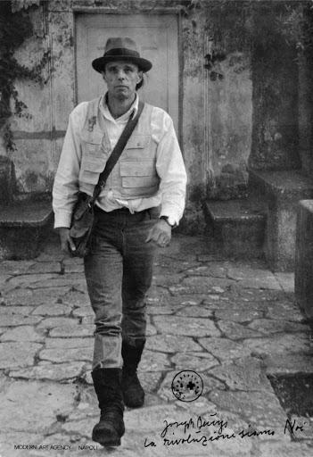 La ricerca radicale e innovativa di Joseph Beuys:
