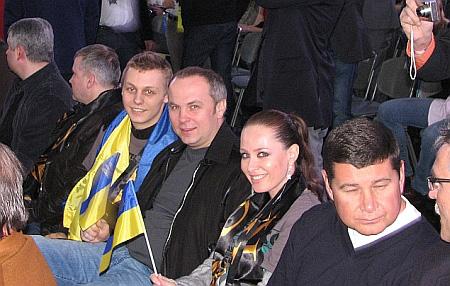 Олександр Шуфрич, його батько Нестор Шуфрич, Ірина Бережна і Олександр Онищенко літали в Кельн на бій Віталія Кличка з кубинцем Одланьєром Солісом.