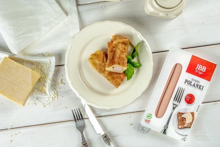 Obraz zawierający stół, żywność, talerz, kubekOpis wygenerowany automatycznie