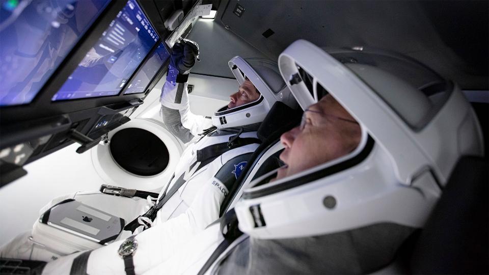Astronauts Bob Behnken and Robert Hurley train for the DM-2 Mission