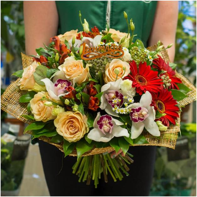 Какие цветы дарят учителям на выпускной