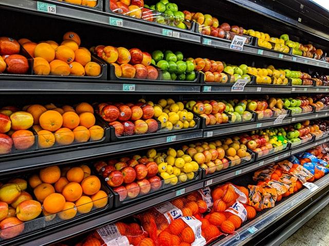 No Brasil, os preços dos alimentos subiram de forma significativa. Alimentos como arroz e feijão tiveram um aumento de 60%. (Fonte: Unsplash)