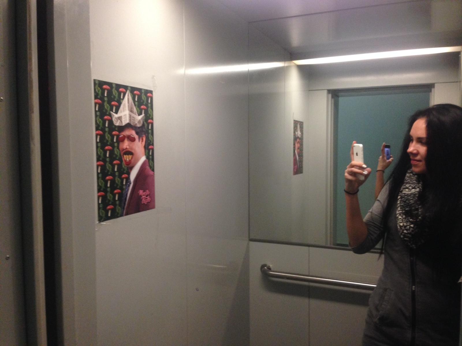 Постер в лифте арт-директора
