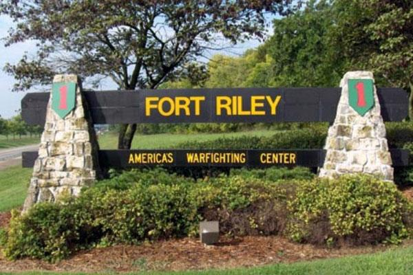 C:UsersWorkDocumentsMEGA9.03.2015Military Bases PicsFort Riley Army Base in Riley, KSfort-riley-gate-600.jpg
