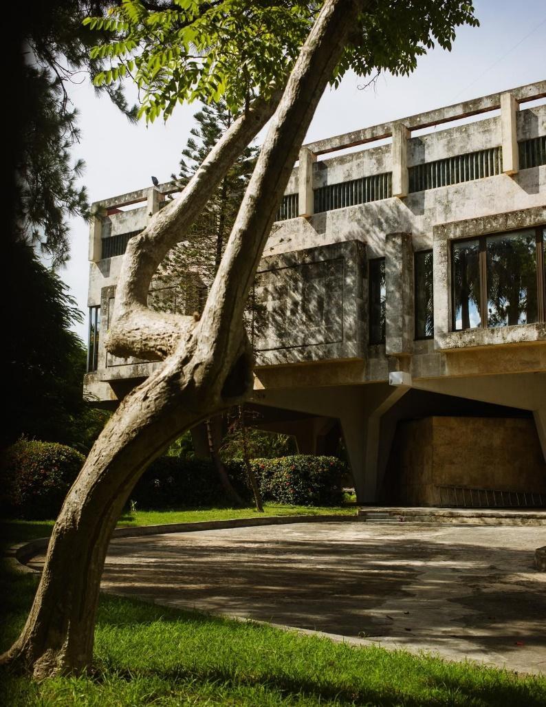 位於哈瓦那綠樹成蔭的米拉馬爾地區的前蘇聯駐古巴大使館。