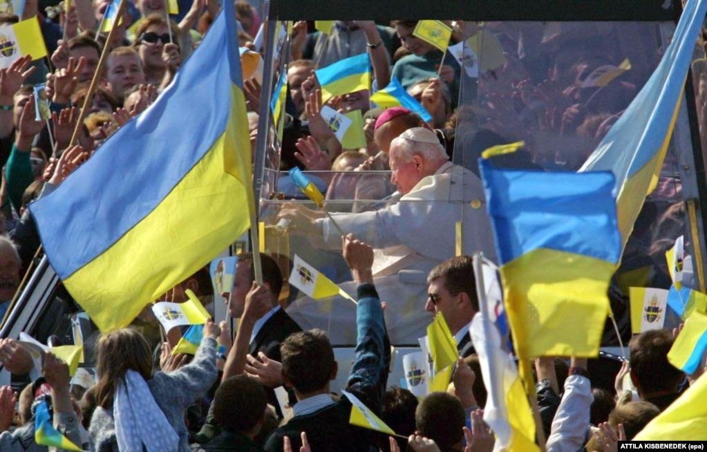 Папа Римський Іван Павло Другий під час візиту до України. Львів, 27 червня 2001 року