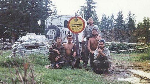 Украинские миротворцы на одном из чекпойнтой возле Жепы