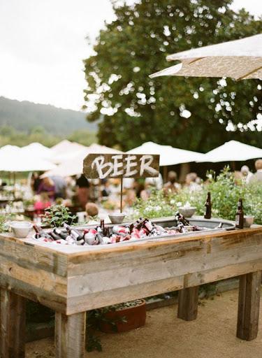 Algumas maneiras criativas de servir cerveja no casamento – Detalhes De  Noiva
