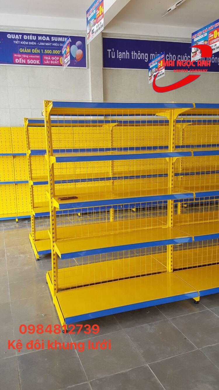 Cận cảnh sản phẩm kệ đôi khung lưới được lắp đặt