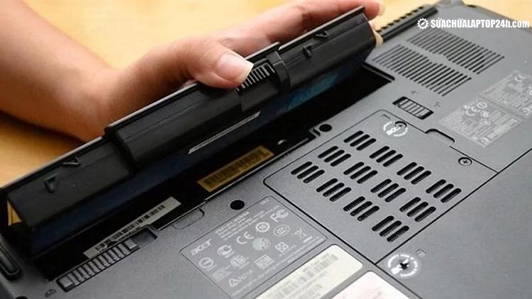 Pin laptop bị chai phần lớn do sạc - xả không đúng cách