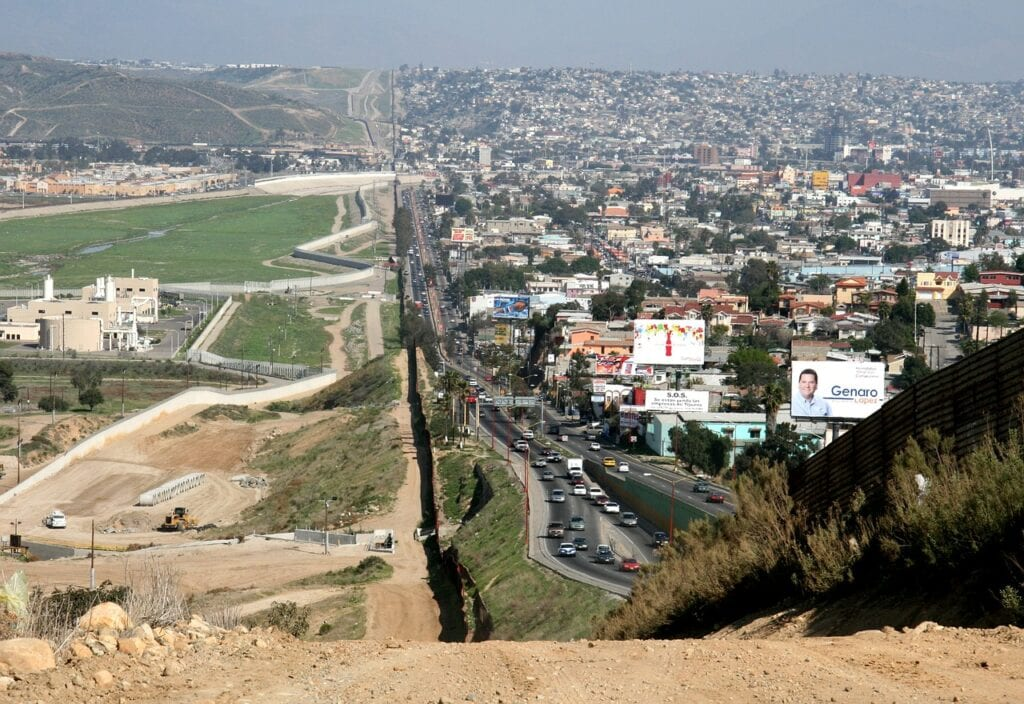 land border between Mexico and the USA reopening