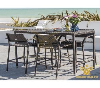 hoàng thái tú chuyên cung cấp bàn ghế ngoài trời cho khu resort