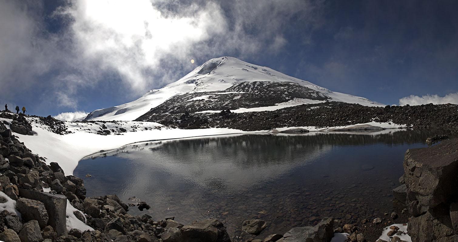 фото_133_день_14_группа проходит озеро.jpg