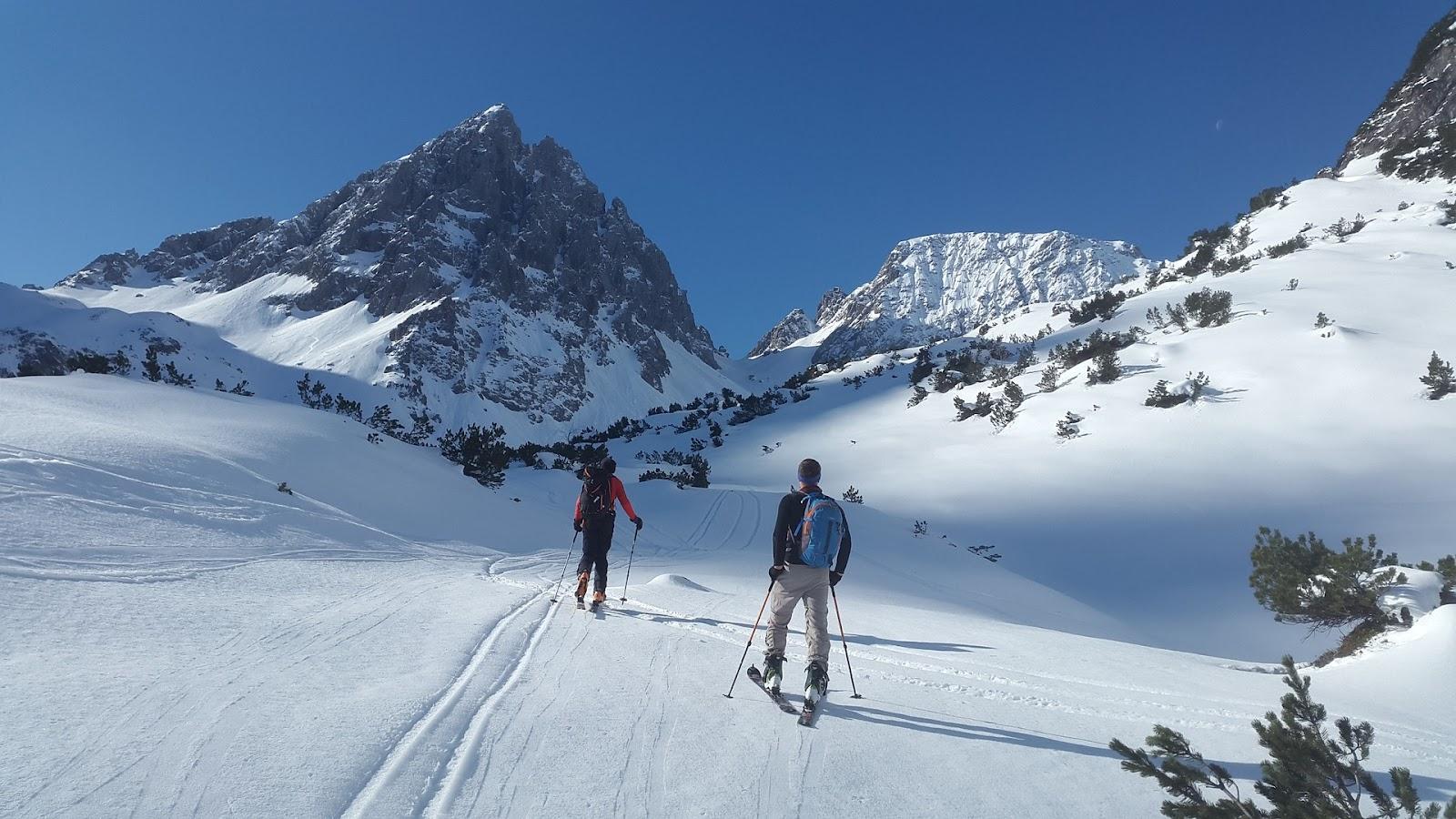 Hãy khởi động kỹ trước khi trượt tuyết để tránh tai nạn