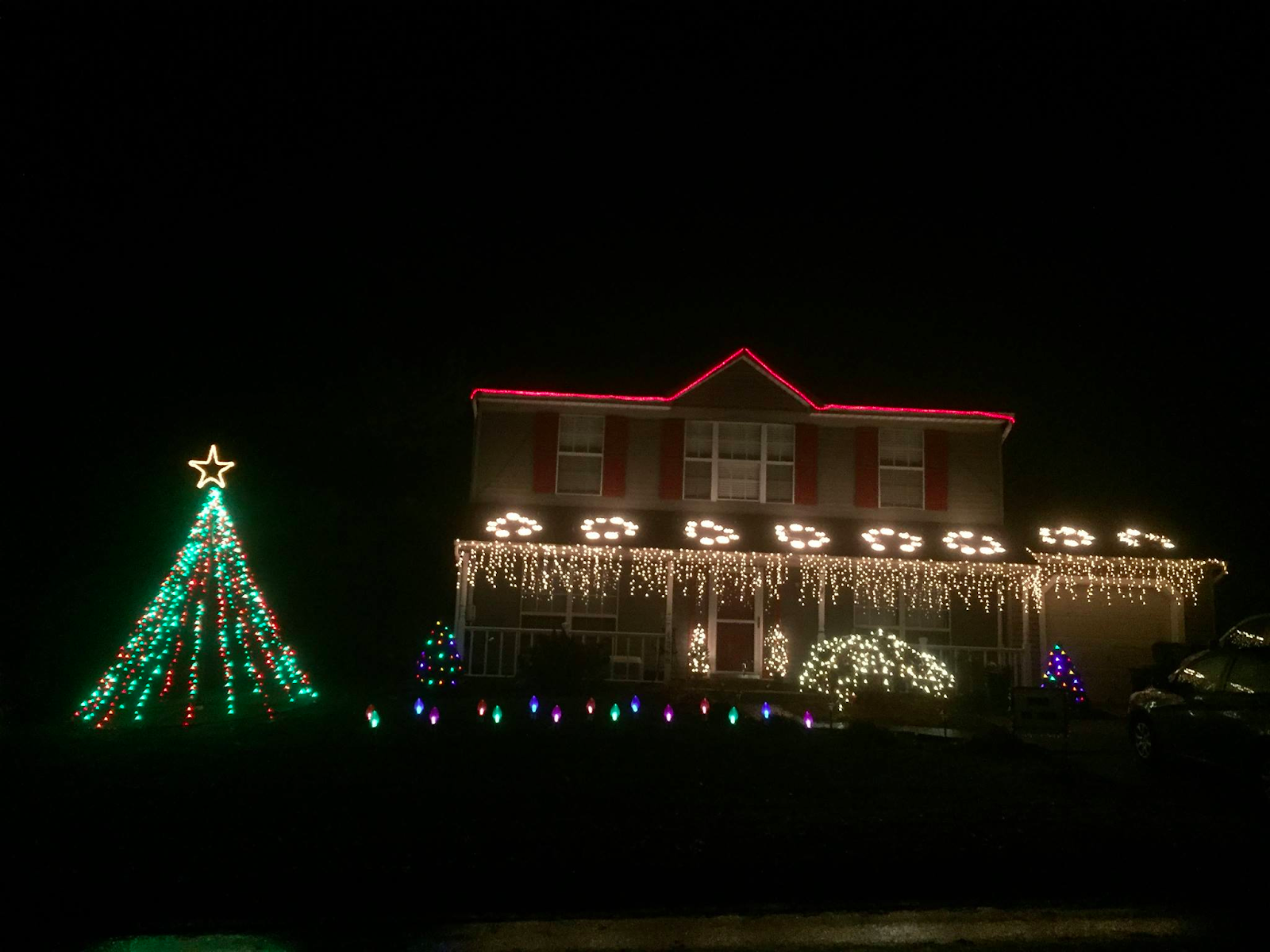 Why do we decorate with christmas lights - This Is A New Light Show In Its First Year And We Already Love What They Ve Come Up With We Can T Wait To See What They Do In Future Years