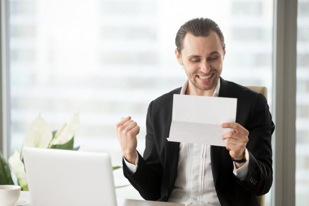 C:\Users\Usuario\Desktop\feliz-empresario-celebra-recibir-buenas-noticias-negocios_1163-5421.jpg
