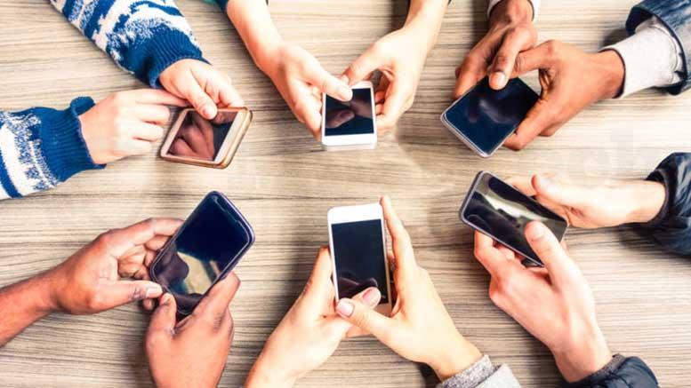 Khách hàng kiểm tra sms marketing BĐS mỗi ngày