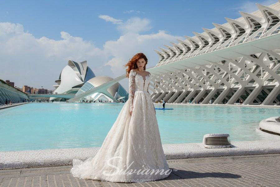 Пишна весільна сукня з рукавами