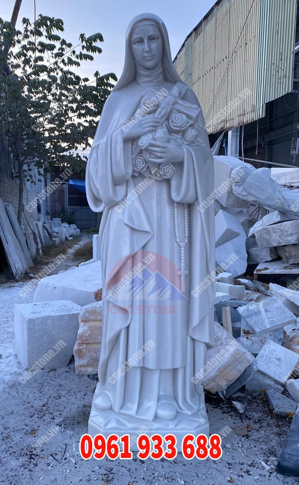 tượng đức mẹ bằng đá