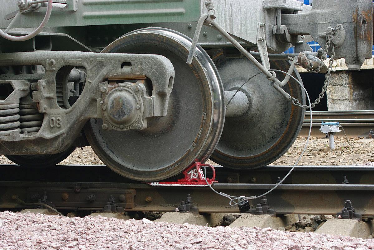 наличие нескольких сколько полосок у железнодорожного башмака фото временем