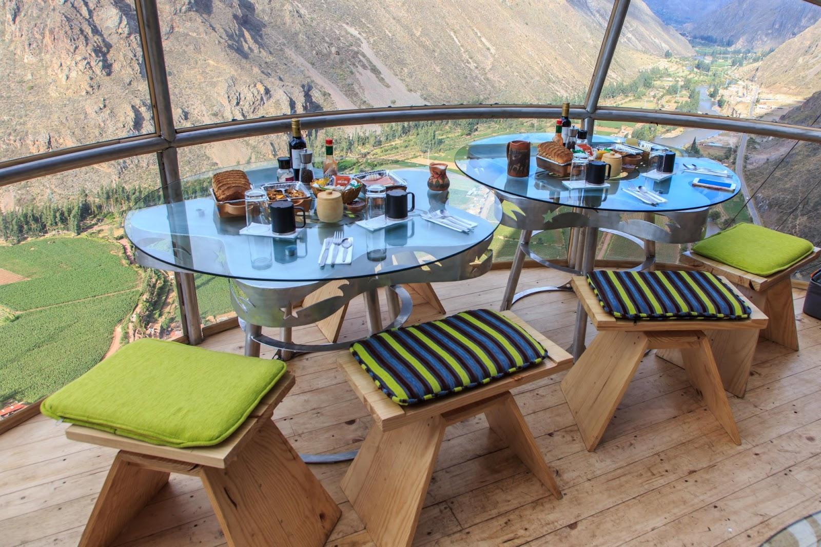 Сніданок у гірському готелі