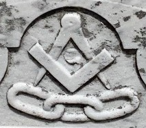 [Image showing symbols for both the Freemasons and Odd Fellows clubs carved into a headstone.]