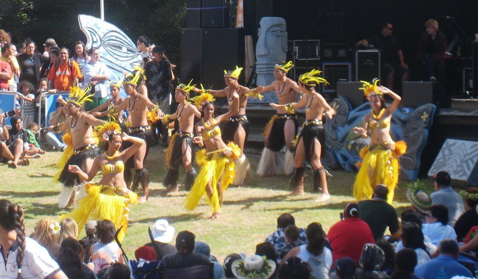 File:Cook Island dancers at ...
