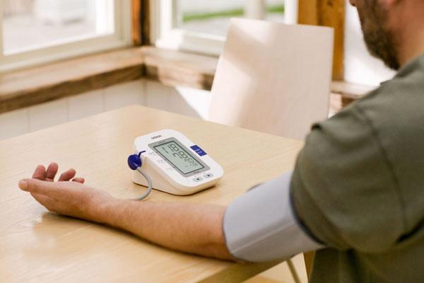 Tại sao nên sở hữu máy đo huyết áp tại nhà?
