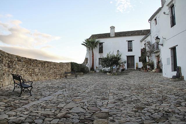 Está formado por tres núcleos de población: El viejo pueblo de Castellar –que se ubica dentro de la fortaleza de un castillo medieval  del siglo XIV-, el nuevo pueblo de Castellar, construido en el año 1971, y Almoraima. Foto: Inés Fernández.