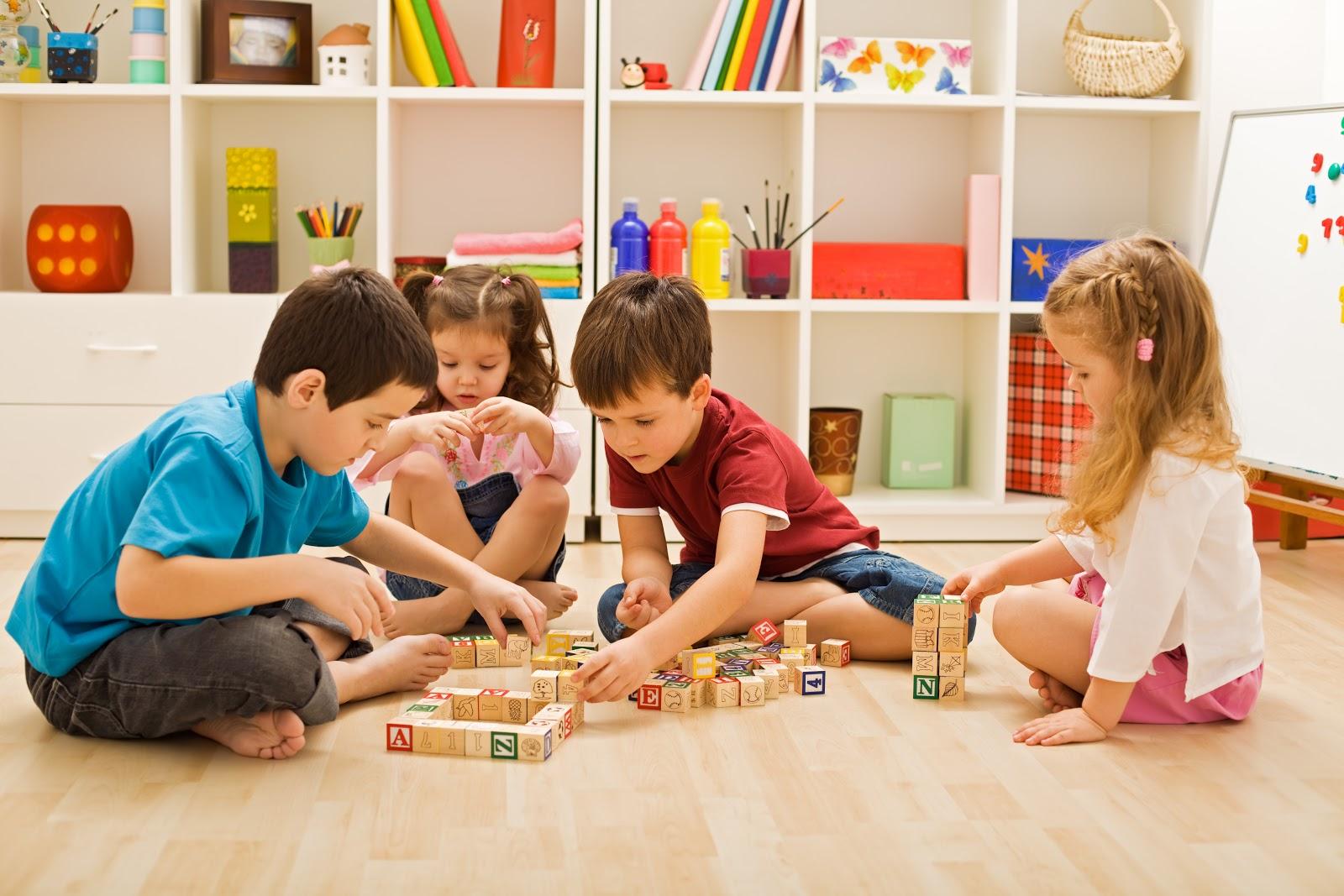 imagem de crianças brincando