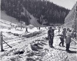 5425 ski train 1950s001